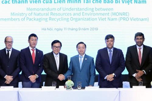 Bộ Tài nguyên và Môi trường bắt tay liên minh PRO Việt Nam chống rác thải nhựa